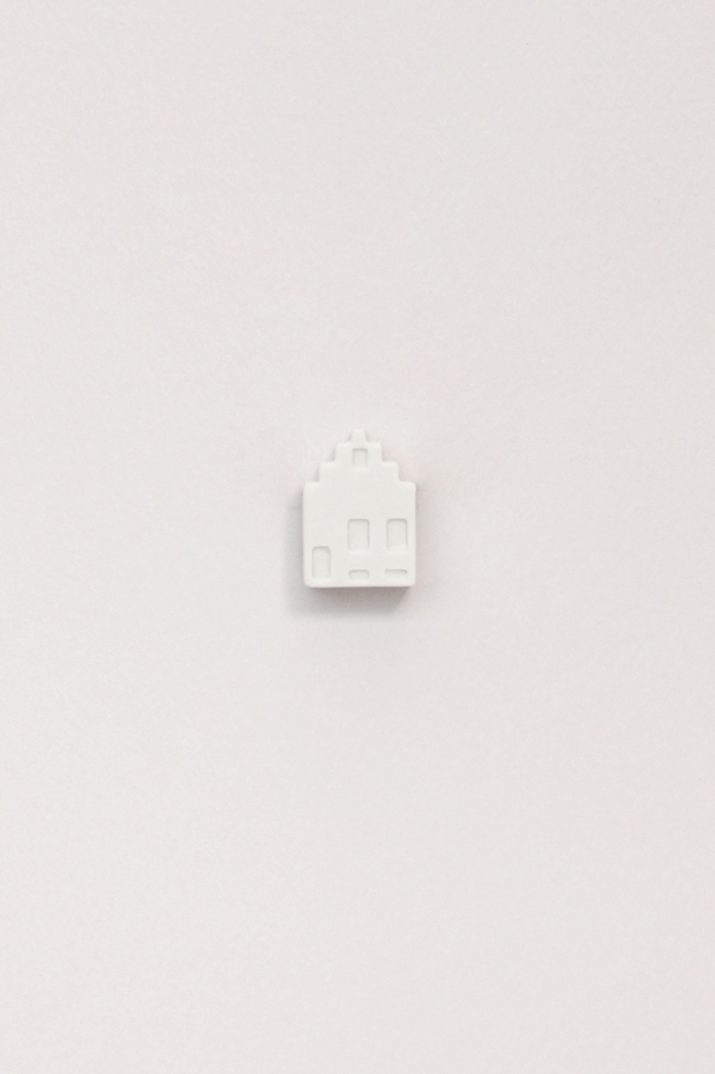 Dutchhouses-Brooch-Canalhouse-White-JennaPostma