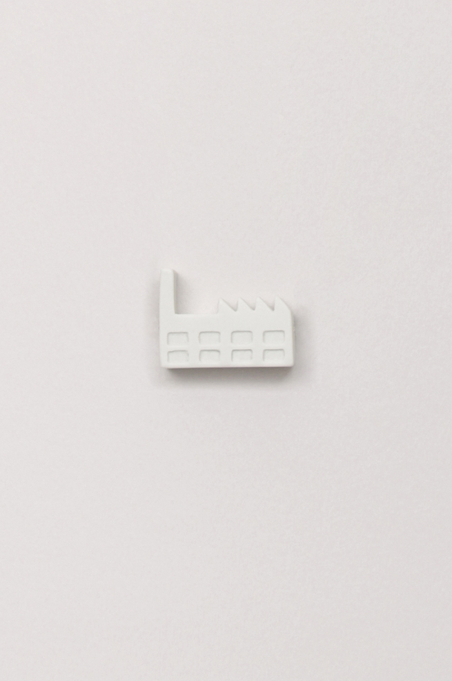 Dutchhouses-Brooch-Factory-White-JennaPostma